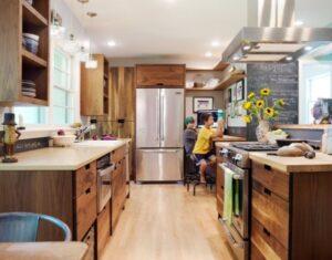Una cocina diseñada para hacer los deberes y conciliar la vida familiar